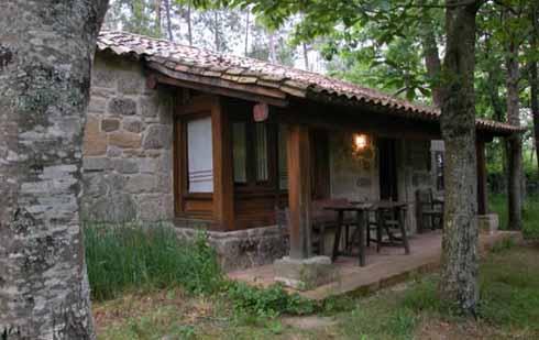 Dormir turismo rural abad a do pelouro axeito os - Casas de madera pontevedra ...